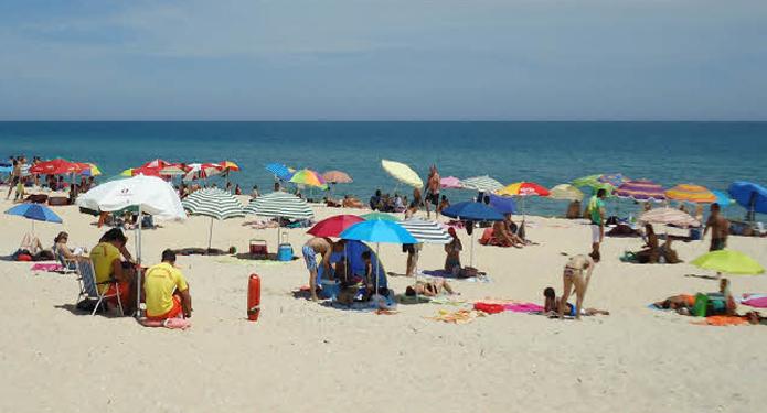 http://centrealgarve.org/wp-content/uploads/2014/07/Fuseta-Beach.jpg