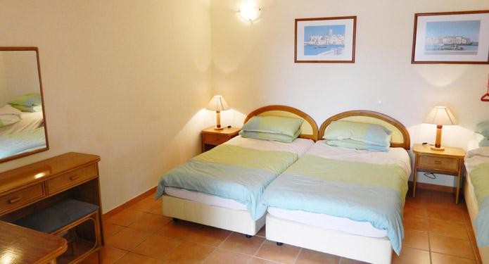 http://centrealgarve.org/wp-content/uploads/2014/07/bedroom1.jpg