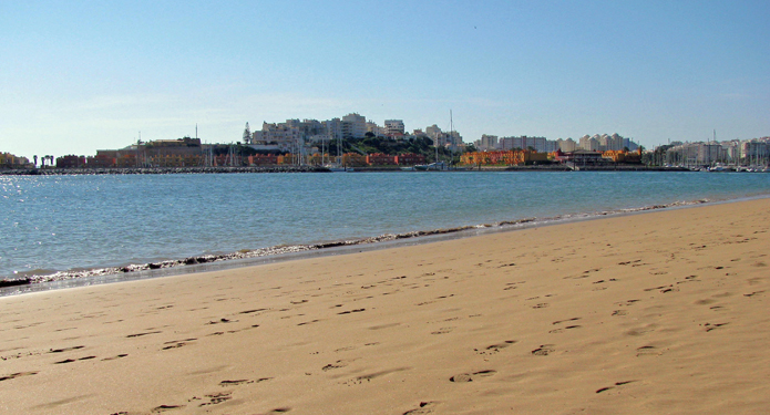 http://centrealgarve.org/wp-content/uploads/2014/10/Beach-1.jpg
